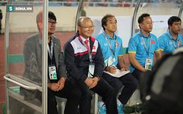 """Bị """"ném đá"""" trên sân cỏ song có một mặt trận HLV Park Hang-seo đã chứng tỏ được tài năng"""