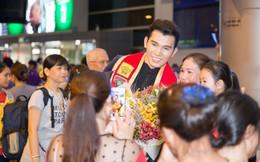 Trở về sau khi giành ngôi Nam vương Quốc tế, Ngọc Tình bị quây kín ở sân bay