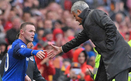 Wayne Rooney và cái chạm tay nhanh chóng với Jose Mourinho