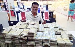 Nam khách hàng mang gần 50 triệu đồng tiền lẻ đi mua Iphone 7 Red