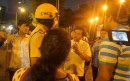 Ông Đoàn Ngọc Hải hỗ trợ tiền cho 2 du khách Ấn Độ bị cướp tài sản ở Sài Gòn