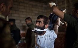 """Lộ bằng chứng hãi hùng lính Iraq tra tấn cả IS lẫn dân thường """"cho vui"""", Mỹ cắt viện trợ"""