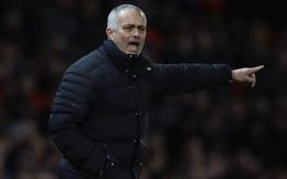 """Man United xếp thứ 6, các ông chủ vẫn """"trao quà"""" cho Mourinho"""