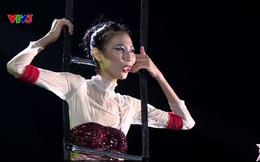 """Thí sinh Next top model tuyên bố """"quân tử trả thủ 10 năm chưa muộn"""" trước mặt giám khảo"""