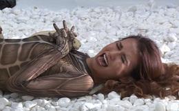 Thí sinh Vietnam's Next Top Model gào khóc vì bị trăn bò lên người