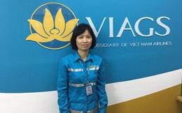 Nữ nhân viên trả lại hơn trăm triệu bỏ quên trên máy bay cho khách nước ngoài