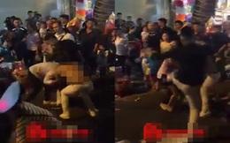 Người phụ nữ bị lột đồ vẫn hùng hổ lao vào đánh nhau đêm Trung thu ở Hà Nội