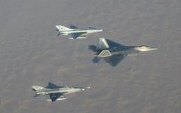 MiG-21 đối đầu F-22 và kết quả không ngờ