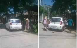 Xe đỗ trước cửa chắn lối đi, hai vợ chồng huy động cả nhà ra giải quyết