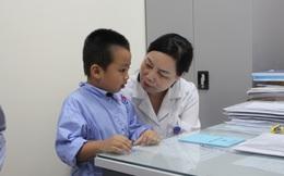 Chuyên gia hàng đầu tai mũi họng: Nhiều cha mẹ lấy ráy tai sai cách, gây nguy hiểm cho con