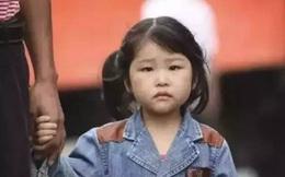 Cô bé nghèo trả lại tỷ phú chiếc cặp nhặt được, 30 năm sau, biết bao điều kỳ diệu liên tục xảy ra