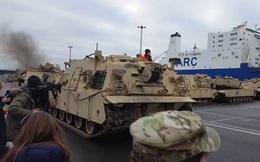 """Hàng trăm xe quân sự Mỹ """"đổ bộ"""" châu Âu"""