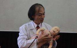 Nguyên Trưởng khoa Nhi BV Bạch Mai: Khi trẻ bị sốt, cha mẹ tuyệt đối không làm 5 điều sau