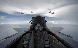 Lần đầu tiên F-22 mang được tên lửa AIM-120D và AIM-9X
