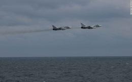 """Su-24 Nga """"quấy rối"""" tàu chiến Mỹ trên Biển Đen"""