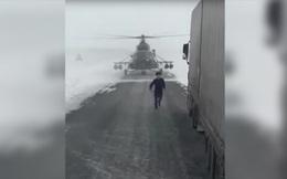 """""""Thợ săn đêm"""" Mi-8 chặn đầu xe tải trên cao tốc để... hỏi đường"""