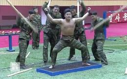 """Video: Lính Triều Tiên khoe tuyệt kỹ """"mình đồng da sắt"""""""