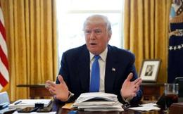 Nút đỏ trên bàn làm việc để gọi nước ngọt của Trump