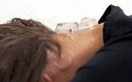 Bác sĩ Đông y tiết lộ: Để viên đá lạnh sau gáy, tác dụng sẽ khiến bạn bất ngờ
