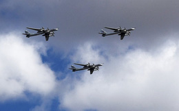"""Tạp chí quân sự Mỹ ngưỡng mộ sức mạnh """"Gấu bay"""" Tu-95 của Nga"""