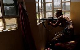 """Cận cảnh binh sĩ Iraq trong """"lằn ranh sinh tử"""" với IS ở Tây Bắc Mosul"""