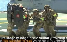 [VIDEO] Đặc nhiệm Nga nhảy dù, lặn ngầm tấn công khủng bố