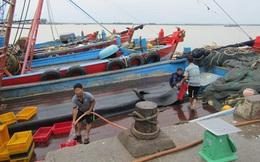 """Bão bất thường tấn công miền Trung: Nhiều """"bom"""" nước có thể vỡ"""