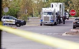 """Phát hiện 8 thi thể bên trong xe tải đậu sau Walmart Texas, hé lộ đường dây buôn người """"tàn bạo"""""""