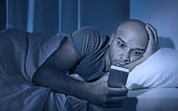 Có một cách tuyệt vời giúp bạn dùng điện thoại buổi đêm mà vẫn an toàn