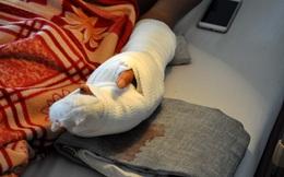Người dân ướp lạnh bàn tay bị đứt lìa rồi đưa thanh niên bị chém đi cấp cứu
