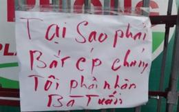 Hàng trăm người mang khẩu hiệu đến trường 'tẩy chay', 'cấm cửa' Hiệu trưởng