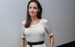 Angelina Jolie lộ cánh tay gầy như da bọc xương và úp mở chuyện đang hóa trị