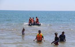 Tìm kiếm GĐ ban Quản lý cảng cá Quảng Ngãi nghi mất tích khi tắm biển