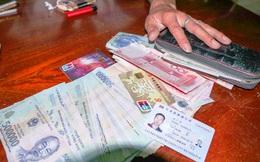Tài xế xe buýt trả lại 60 triệu cho khách Trung Quốc để quên