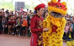 Hoài Linh mặc áo dài, cử hành nghi thức trang trọng trong ngày giỗ Tổ sân khấu