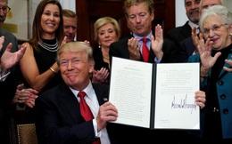 Nản lòng với Quốc hội, ông Trump ký sắc lệnh làm suy yếu Obamacare