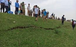 Đê sông Chu bị rạn nứt lớn, hơn 1000 hộ dân Thanh Hóa 'mất ăn mất ngủ'