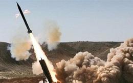 """Phiến quân Houthi """"lồng lộn"""" tập kích căn cứ Saudi Arabia bằng tên lửa đạn đạo"""