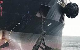 Tàu nhiên liệu thoát thảm họa trong tích tắc khi kéo nhầm thủy lôi khỏi mặt nước