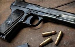 """Nam nhân viên khách sạn thủ súng đạn để """"phòng thân"""""""