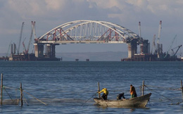 Moscow tố máy bay Mỹ dò la Nga xây cầu và tăng quân ở Crimea