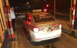 Phát hiện tài xế trốn vé, nhân viên trạm thu phí lập rào chắn trong đêm