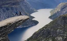 """Bí ẩn đằng sau mỏm đá """"sống ảo"""" tại Na-uy: Mất 30 tiếng leo núi chỉ để chụp vài tấm hình selfie rồi... đi về!"""
