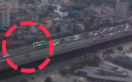 """Hà Nội: Hai xe khách """"thi đi chậm"""" gây ách tắc trên đường vành đai 3"""