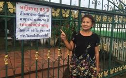 Đau khổ vì tình yêu đổ vỡ, người phụ nữ 65 tuổi treo biển tìm bạn trai mới trước cửa nhà
