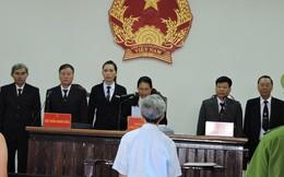 Nguyễn Khắc Thủy kêu khó thở trước phiên xử dâm ô