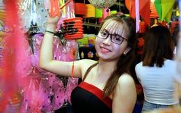 Muôn màu cuộc sống trên phố đèn lồng nổi tiếng nhất Sài Gòn