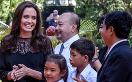 Angelina Jolie và các con xuất hiện trên thảm đỏ ở Campuchia