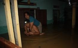 Thanh Hóa: Nước dâng ngập nóc nhà, người dân cõng nhau chạy lũ trong đêm