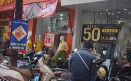 Cửa hàng thời trang, siêu thị giảm giá sâu ngày Black Friday